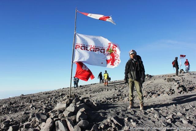 Puncak Gunung Semeru Mahameru