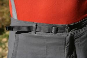 Model ikat pinggang bawaan celana yang tidak membuat sakit