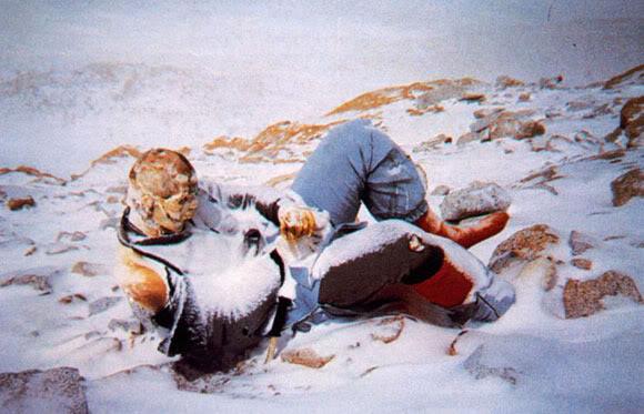 mayat-mayat beku kuburan es gunung everest