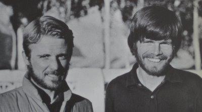 Mendaki Everest tanpa tabung oksigen. L-R: Habeler and Messner