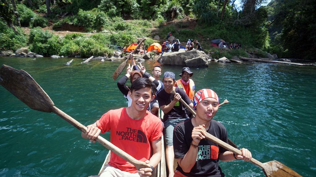 Melepas lelah naik perahu di Danau Gunung Tujuh