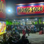 Puspo memilih resign dari PNS dan mendirikan Ayam Bakar Wong Solo